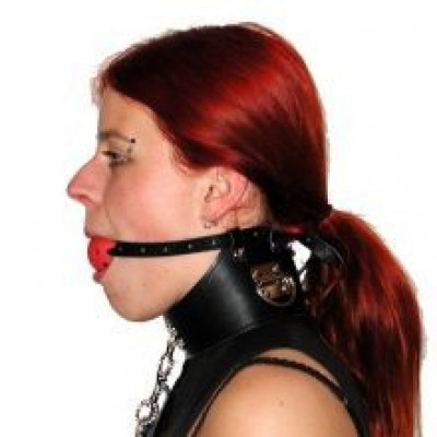 Neck collar with mouth gag and restrained chain